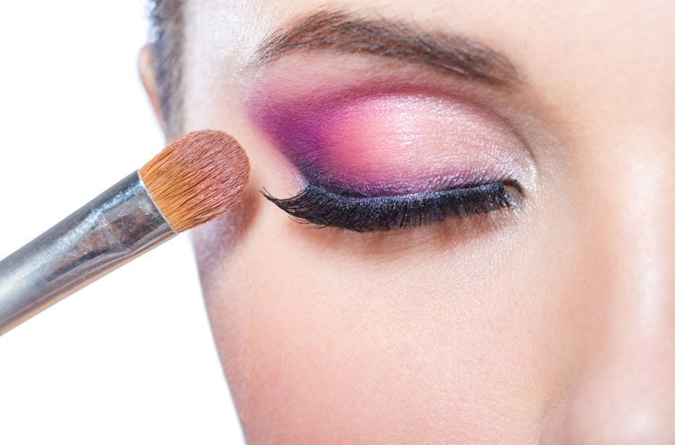 Apply Eye Shadow Like a Pro: Get the Sexiest Eyes Ever!