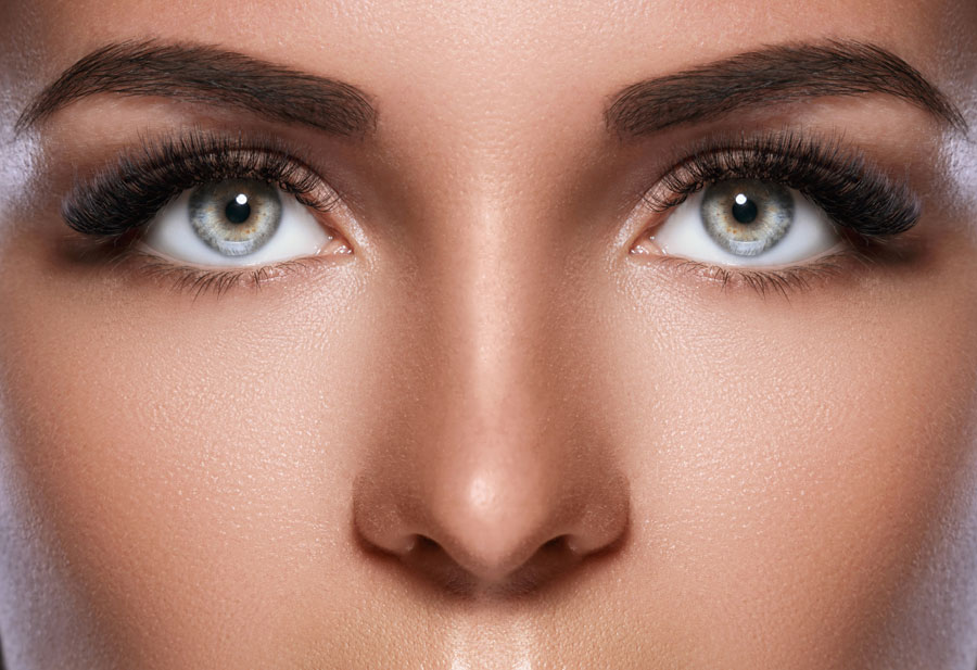How to Apply False Eyelashes For the First Time (With Pictures)