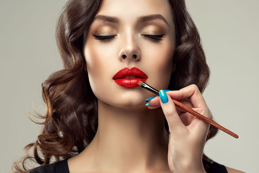 Red Lipstick Tutorial: Best Makeup Tips for Red Lipstick Lovers